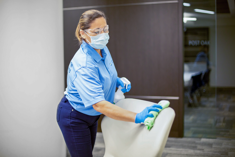 ISS US_Cleaning_0G0A9876
